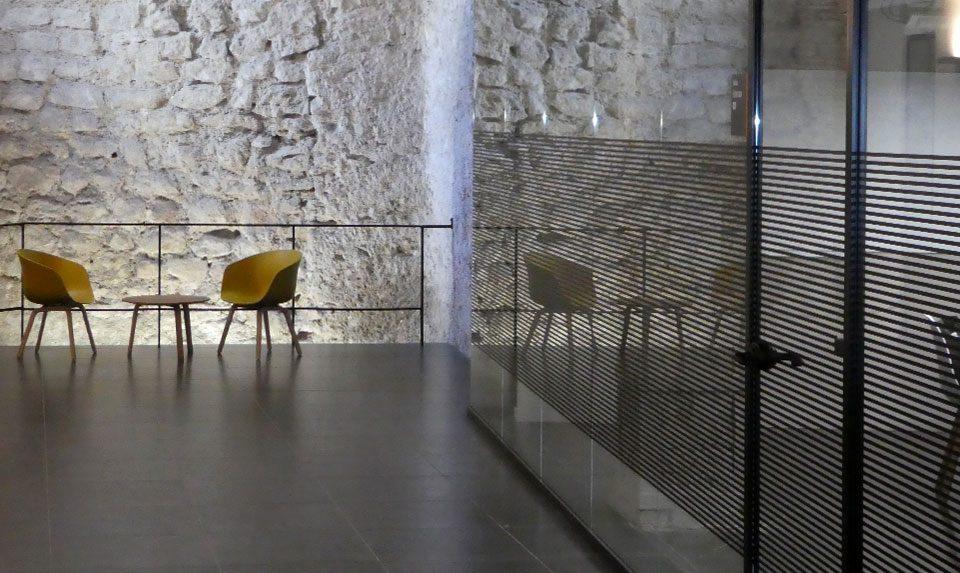 Mamparas de vidrio en la escuela de idiomas